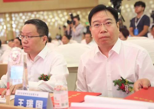 剛剛,2019濱州市企業家大會上,開泰集團總經理王瑞國被評為優秀企業家!